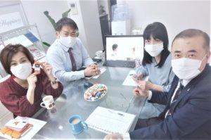 毎週月曜日はスタッフミーティング。私たちがしっかりサポートさせていただきます(^O^)/